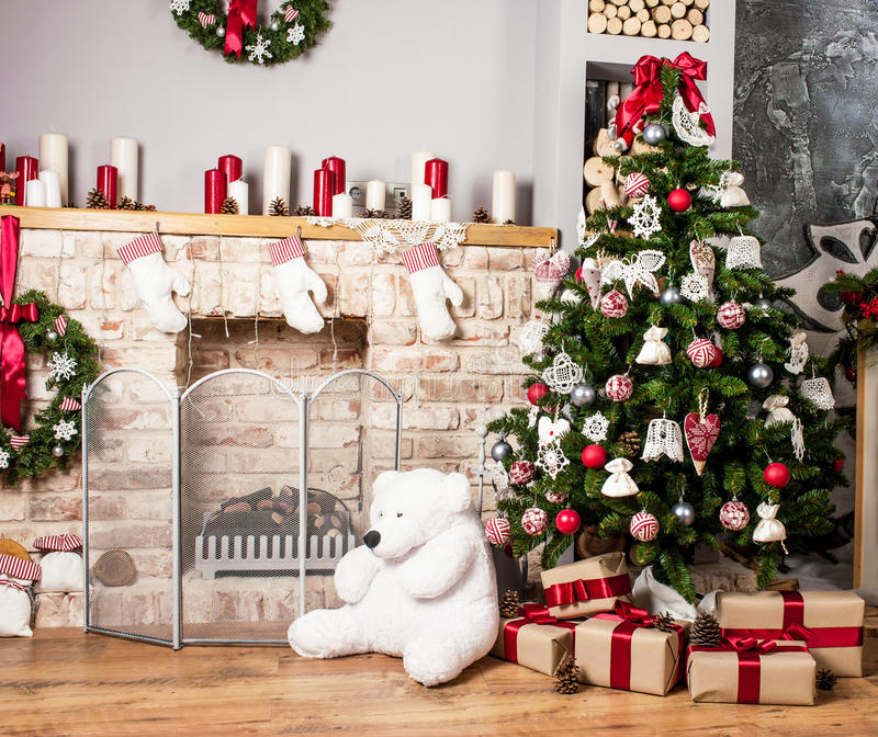 Árvore e chaminé de Natal fotografia de stock royalty free