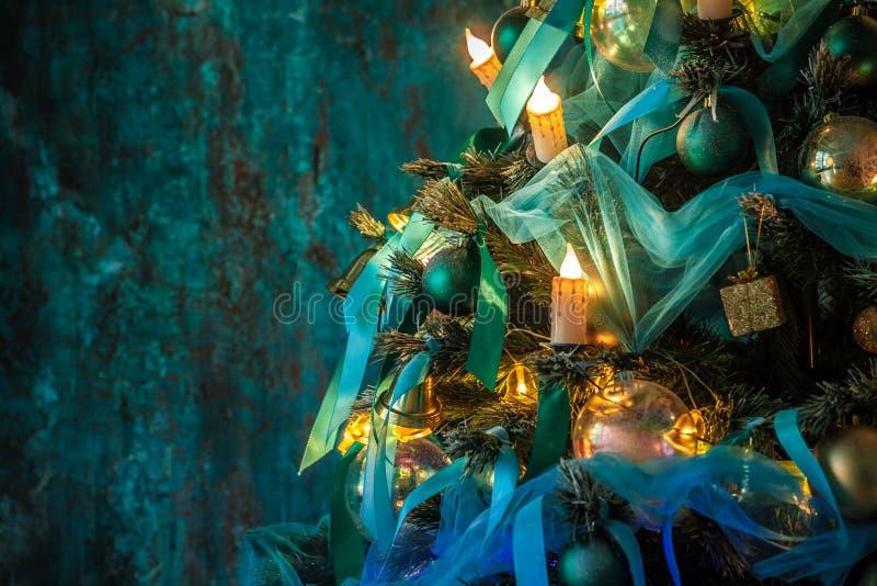 Download Árvore Verde Do Ano Novo Decorada Foto de Stock - Imagem de lifestyle, grunge: 80100578