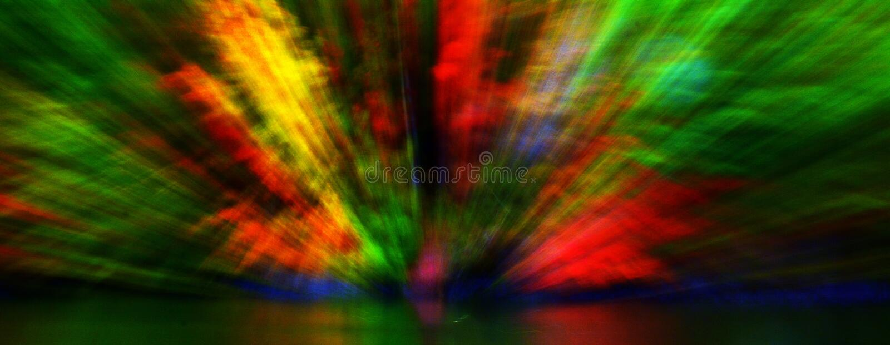 Árvores da queda que refletem fora da água fotografia de stock royalty free