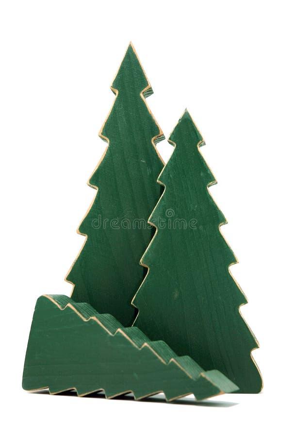 Árvores de pinho de madeira de encontro ao branco - um caído foto de stock