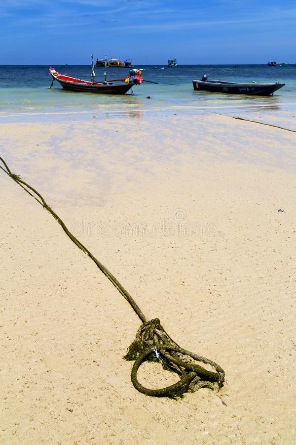 Ásia a âncora de mar branca da praia da ilha da baía de tao do kho fotografia de stock