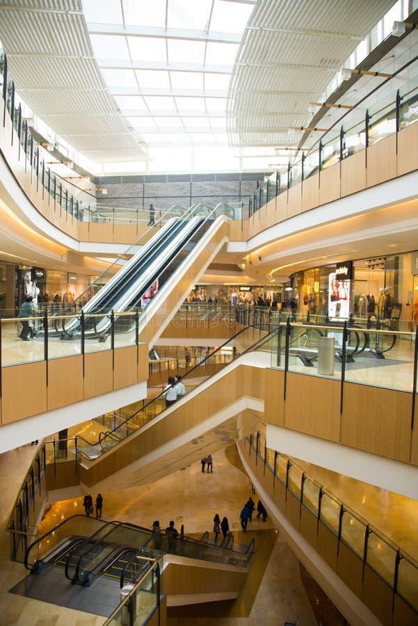 Ásia China, Pequim, plaza de compra do índigo, ¼ interno Œescalator do structureï da construção foto de stock royalty free