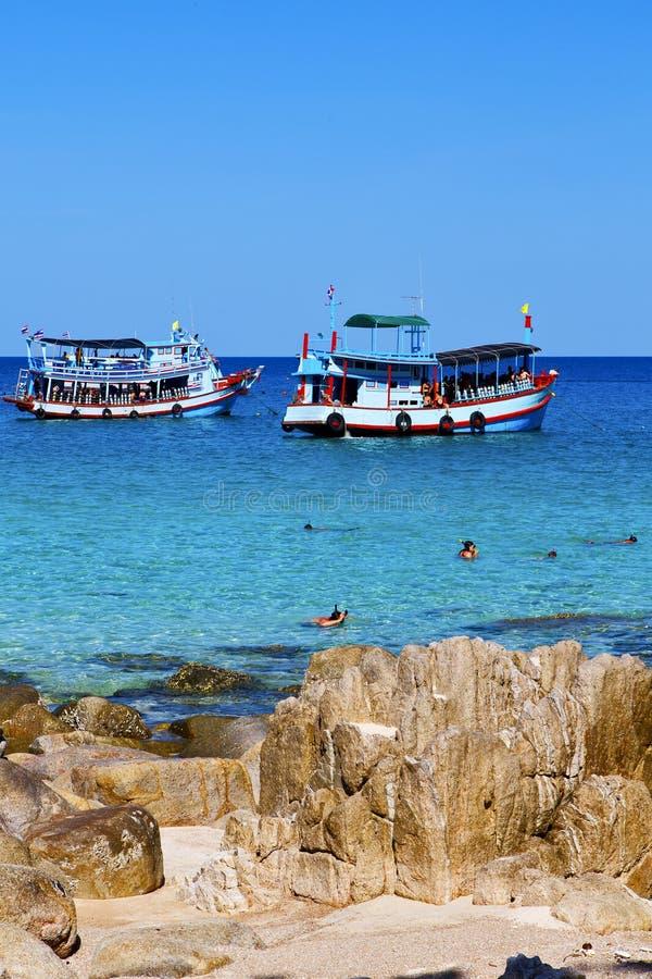 Ásia na ilha da baía de tao do kho balança o barco Tailândia e s foto de stock royalty free