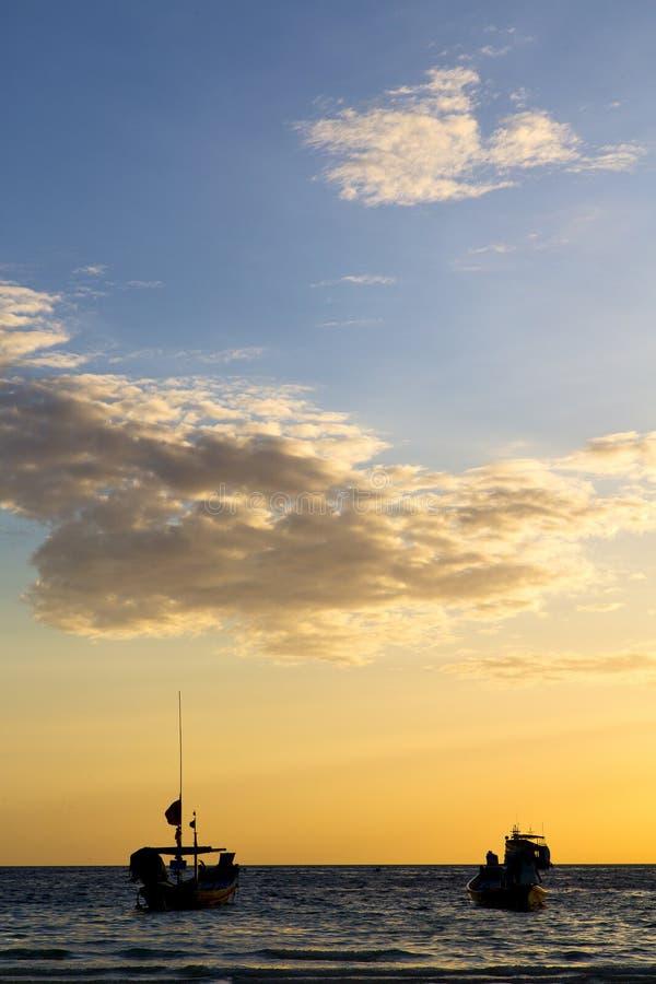 Ásia no sol Tailândia do por do sol da ilha da baía de tao do kho fotos de stock