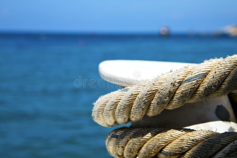 Ásia o mar branco da corda e do Sul da China da ilha da baía de tao do kho foto de stock royalty free