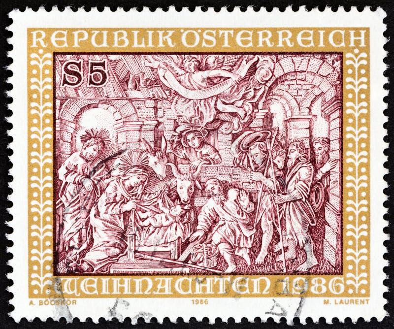 ÁUSTRIA - CIRCA 1986: Um selo impresso na Áustria mostra Adoration of the Shepherds Woodcut, Johann Georg Schwanthaler, por volta fotografia de stock royalty free