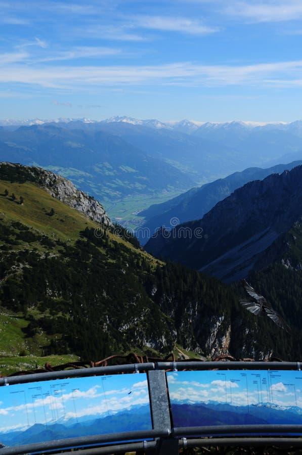 Áustria: Mountain View de Rofan em Achensee que vê Ziller-/Tuxtal foto de stock