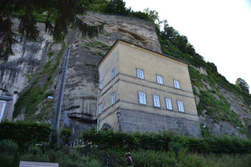 Áustria, Salzburg, casa na montanha, cumes, arquitetura, a instalação, cidade, confortável, turismo, Mozart imagem de stock royalty free
