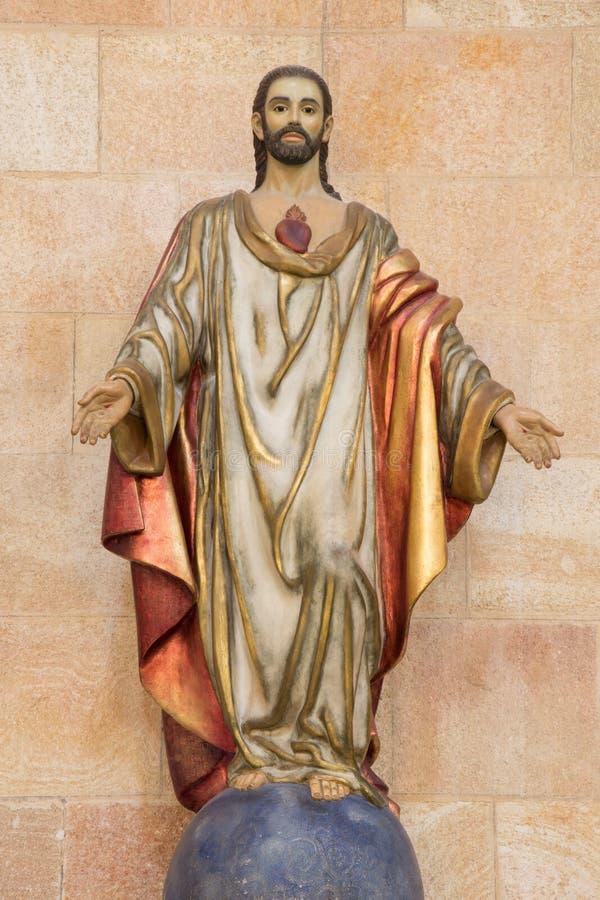 ÁVILA, ESPAÑA, ABRIL - 19, 2016: La estatua del corazón de Jesus Christ en la basílica de San Vicente de la iglesia foto de archivo libre de regalías