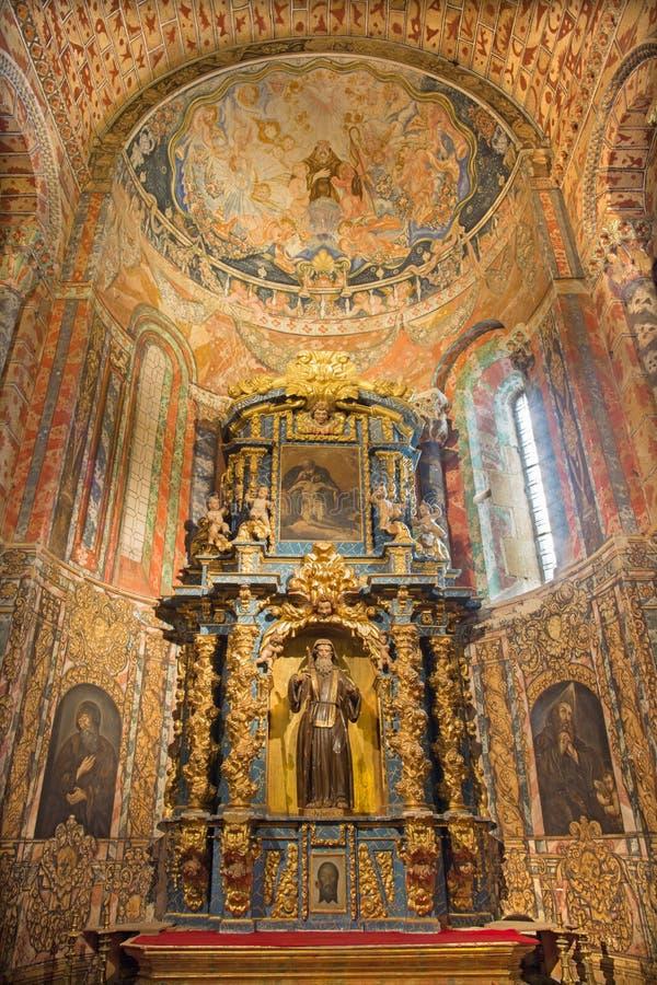 Ávila - St lateral barroco Benedicto del OS del altar de Nursia en la basílica de San Vicente de la iglesia y la capilla en ` del fotos de archivo