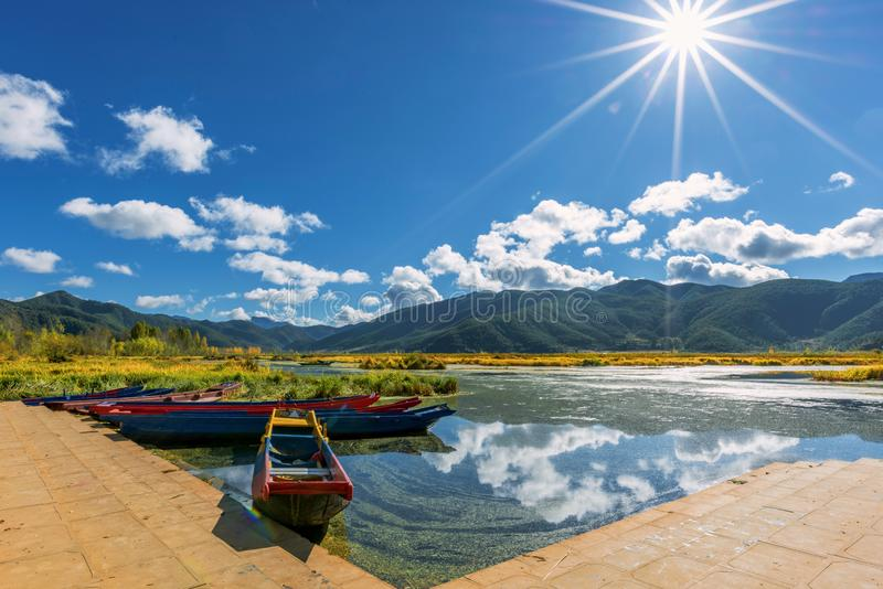 ¹ de æ de ½ de ² de ¸æ de ³ de æ – vue de lac Lugu photographie stock libre de droits