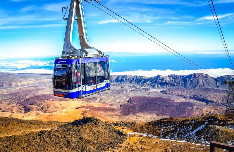 """""""Tenerife, Spain""""; 02-15-2019: Teide wagonu kolei linowej imagen zdjęcia stock"""