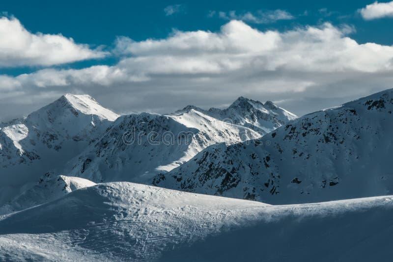 'Pequeño Tíbet 'de Italia, montañas hermosas en Lombardía, Italia imagen de archivo