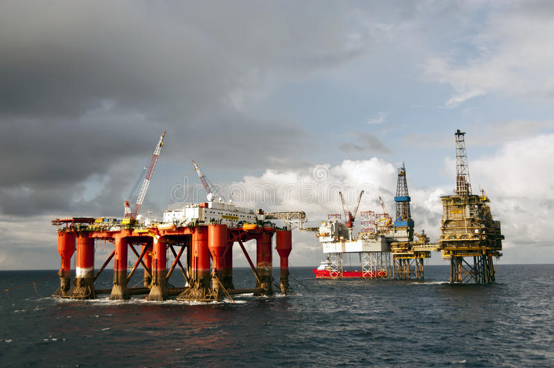 22.08.2014 –Rigmove of Borgholm Dolphin. Rig move of the Semi-Submersible Accommodation rig Borgholm Dolphin at the Shearwater Oil Field. The PSV Skandi stock photos