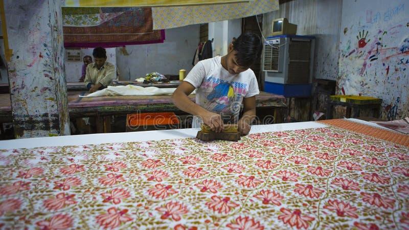 € «декабрь 2016 ДЖАЙПУРА, Раджастхана, Индии: Печатание блока для Texti стоковая фотография