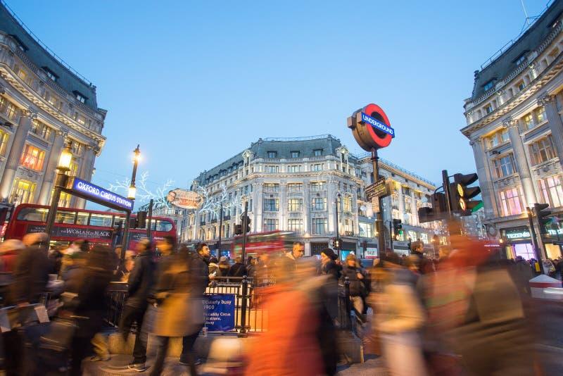 € «30-ое декабря 2014 ЛОНДОНА, АНГЛИИ: Улица Оксфорда на море продажи стоковые фотографии rf