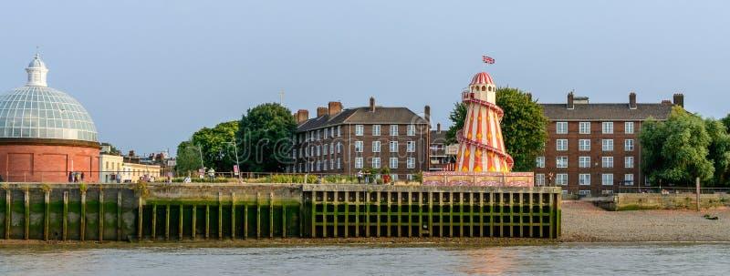 """€ de Londres, Reino Unido """"17 de agosto: Los edificios ven a lo largo del río T imágenes de archivo libres de regalías"""