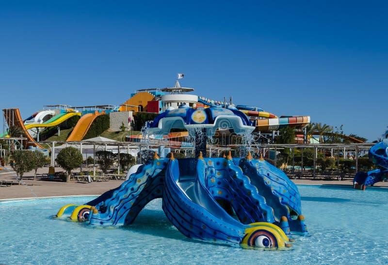 € de Madinat Makadi «en janvier 2016 : Parc aquatique, colline pour des enfants i image stock