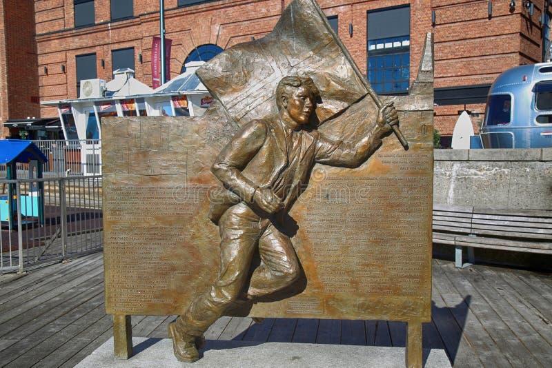 """€ de OSLO, NORUEGA """"17 de agosto de 2016: Estatua de bronce, ingenio corriente del hombre foto de archivo libre de regalías"""