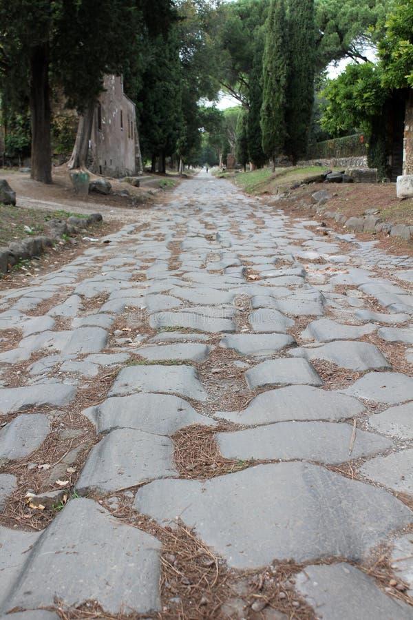 € de Rome «par l'intermédiaire de la route romaine d'Appia Antica sur les périphéries de la ville image stock