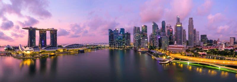 € de Singapour, Singapour «en juillet 2016 : Vue aérienne d'horizon de ville de Singapour dans le lever de soleil ou de coucher photos stock