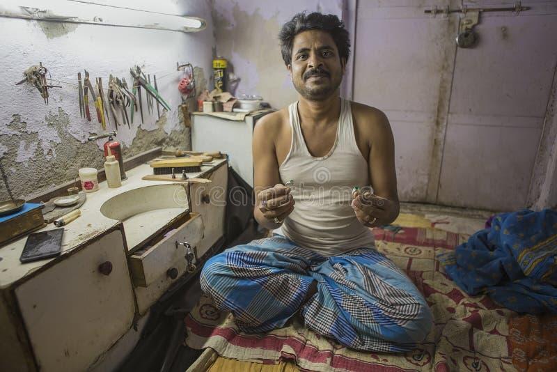 """€ di JAIPUR, Ragiastan, India """"dicembre 2016: Gioielliere indiano che rende fotografia stock"""