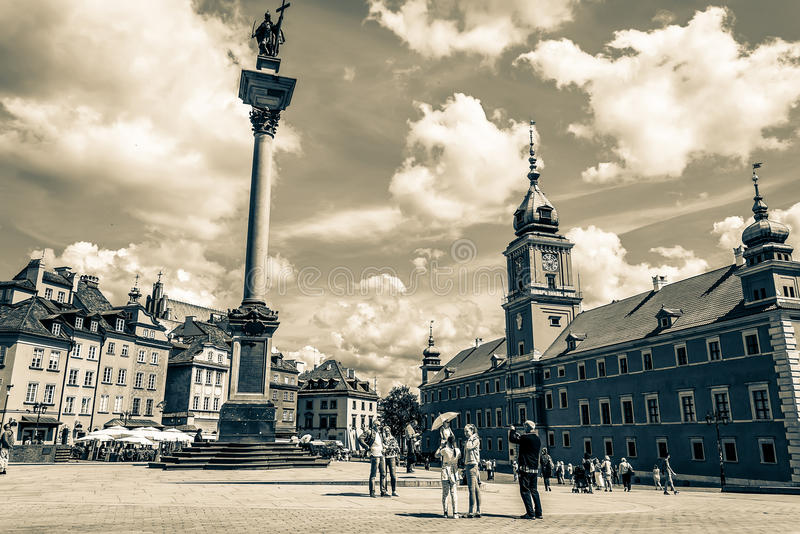 """€ di Varsavia, Polonia """"14 luglio 2017: Plac Zamkowy - il quadrato del castello a Varsavia in Città Vecchia con il palazzo reale fotografia stock libera da diritti"""