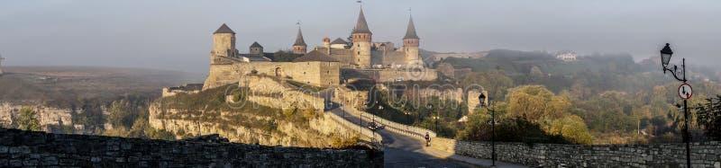 € médiéval de château de Kamianets-Podilskyi de merveille épique «panoramique images stock