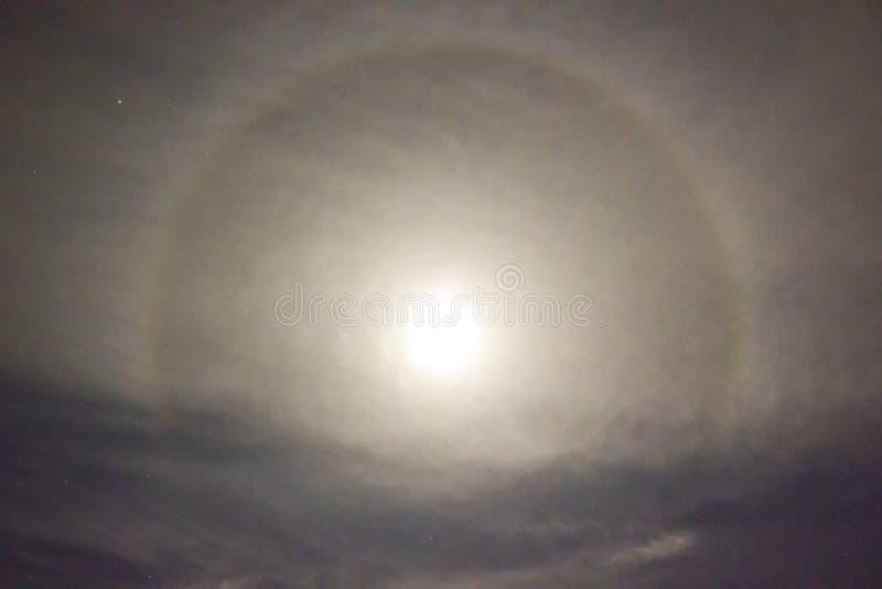 22°光晕月亮 图库摄影