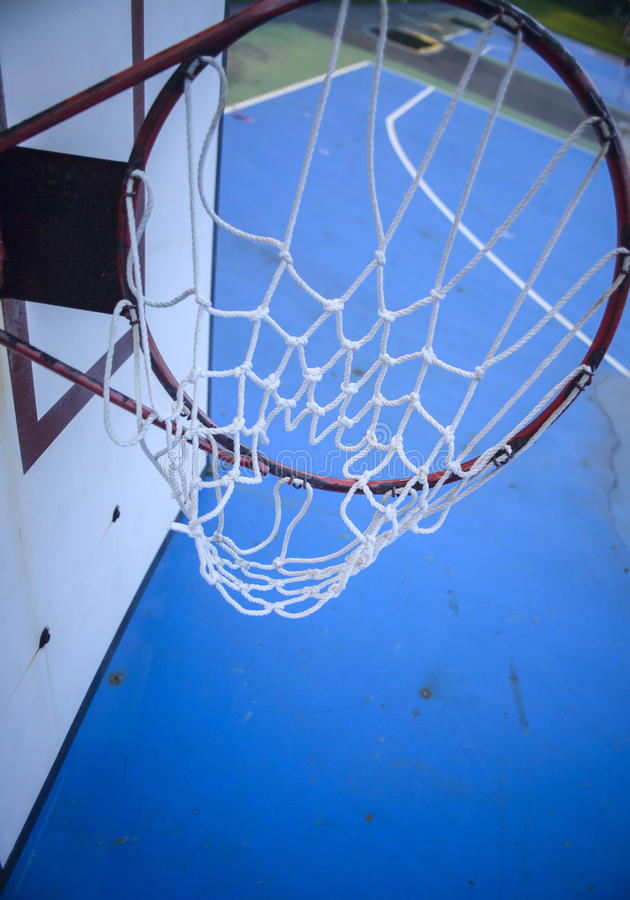 Â崩溃了篮球篮afterÂ台风灾害 图库摄影