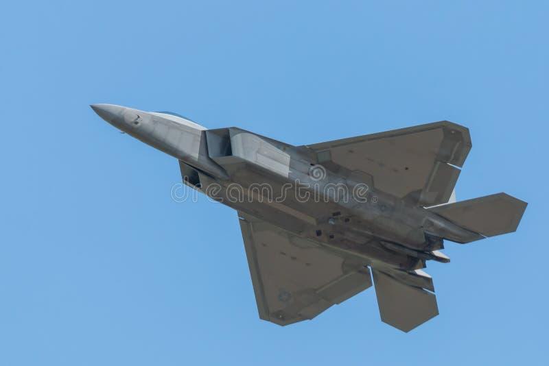 F-35 błyskawicy 2 spód lata past zdjęcia stock