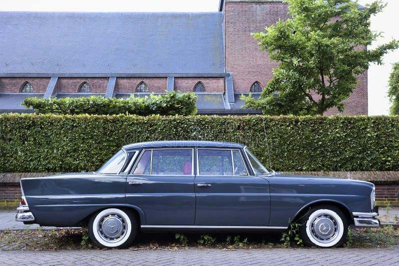 Âfintailâ icónico del sedán de Mercedes imagenes de archivo