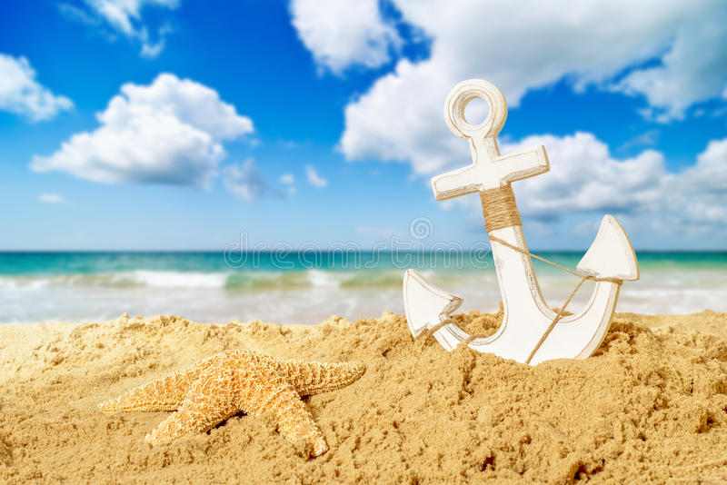 Âncora na praia imagens de stock royalty free