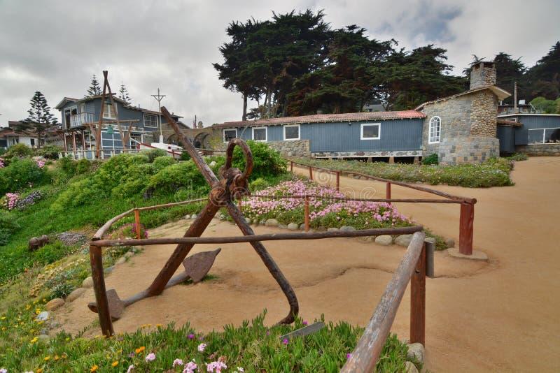 A âncora no jardim Museu da casa do de Isla Negra da casa de Pablo Neruda Isla Negra chile foto de stock royalty free