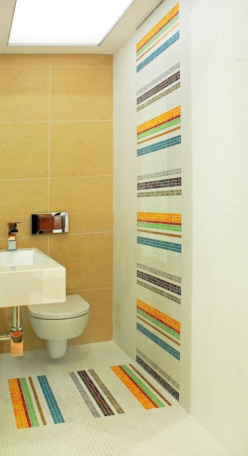 Ângulo colorido do toalete fotografia de stock royalty free