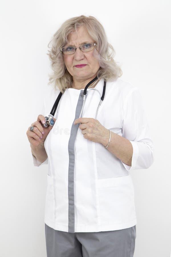 Älterer Frauendoktor stockfotos