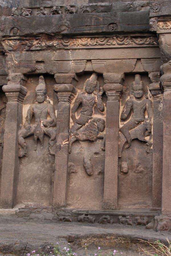 Äußere Wand von Höhle 16, von Fassadendetail mit Karthikeya, von Agni und von Vayu, hindische Höhlen, Ellora, Aurangabad, Maharas stockfotos