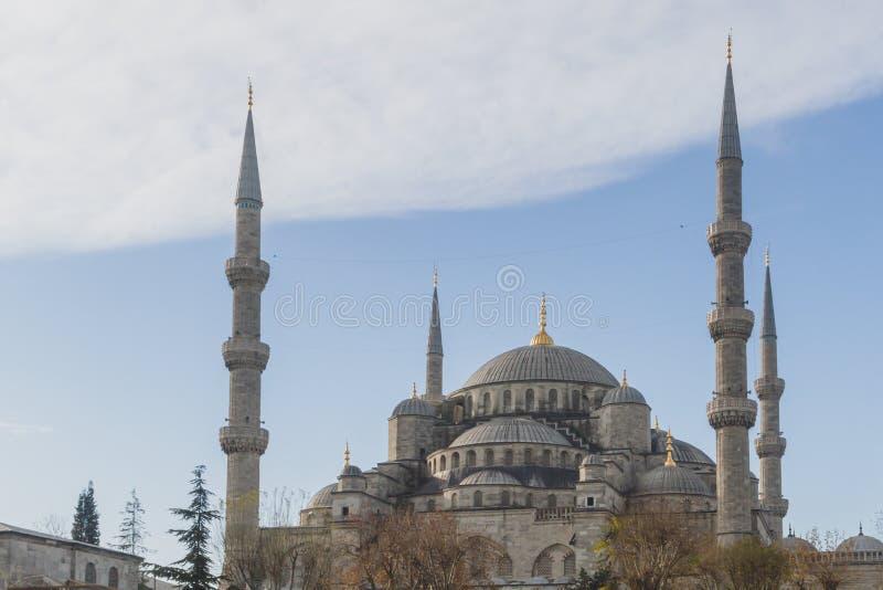 Äußeres der blauen Moschee oder Sultan Ahmed Mosque, gegen blauen Himmel in Istanbul, die Türkei lizenzfreies stockbild