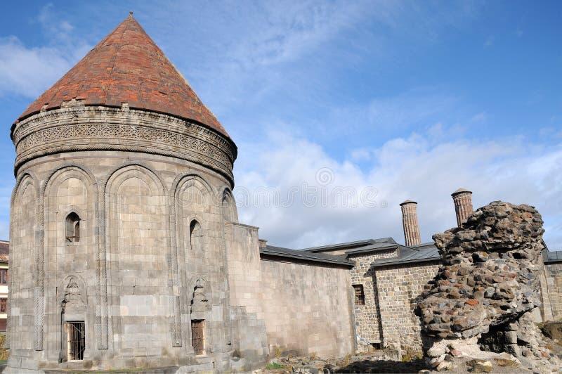 Ãœc KÃ ¼ mbetler古老陵墓在埃尔祖鲁姆 免版税库存照片