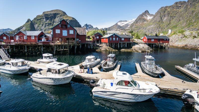 Ã…, Норвегия - 2-ое июня 2016: Взгляд от норвежского рыбацкого поселка Ã… в Latofen стоковая фотография