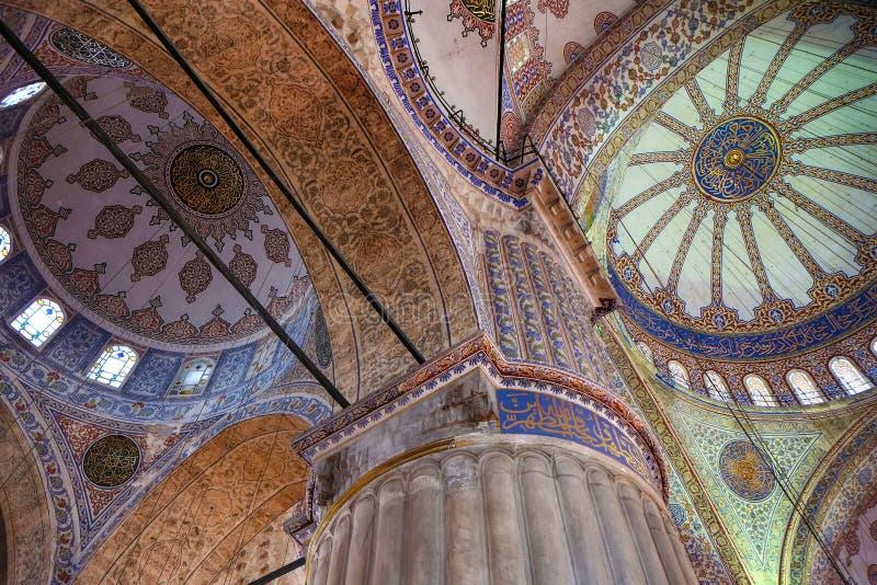 """à bleu """"à l'intérieur de Sultan Ahmed Mosque (décorations eiling de  d'du mosquée), Istanbul photo libre de droits"""