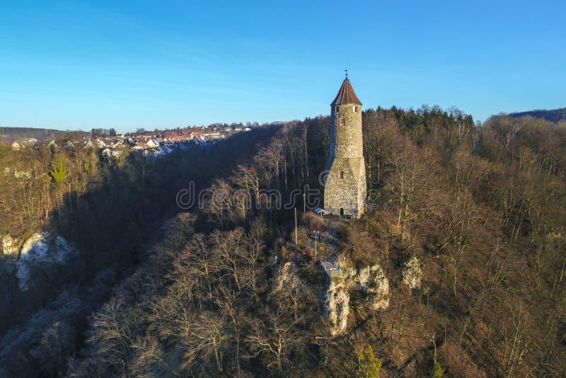 Ã-denturm在山踢马刺在盖斯林根安德尔斯泰格上,德国的兹瓦本地方白长袍,德国的监视塔 库存图片