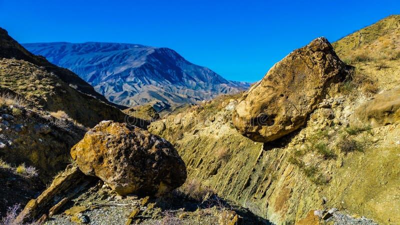 不同颜色山和石头 库存图片