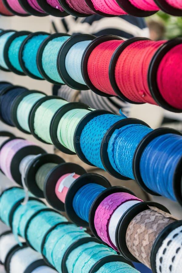 丝带不同颜色装饰的,当缝合时 图库摄影