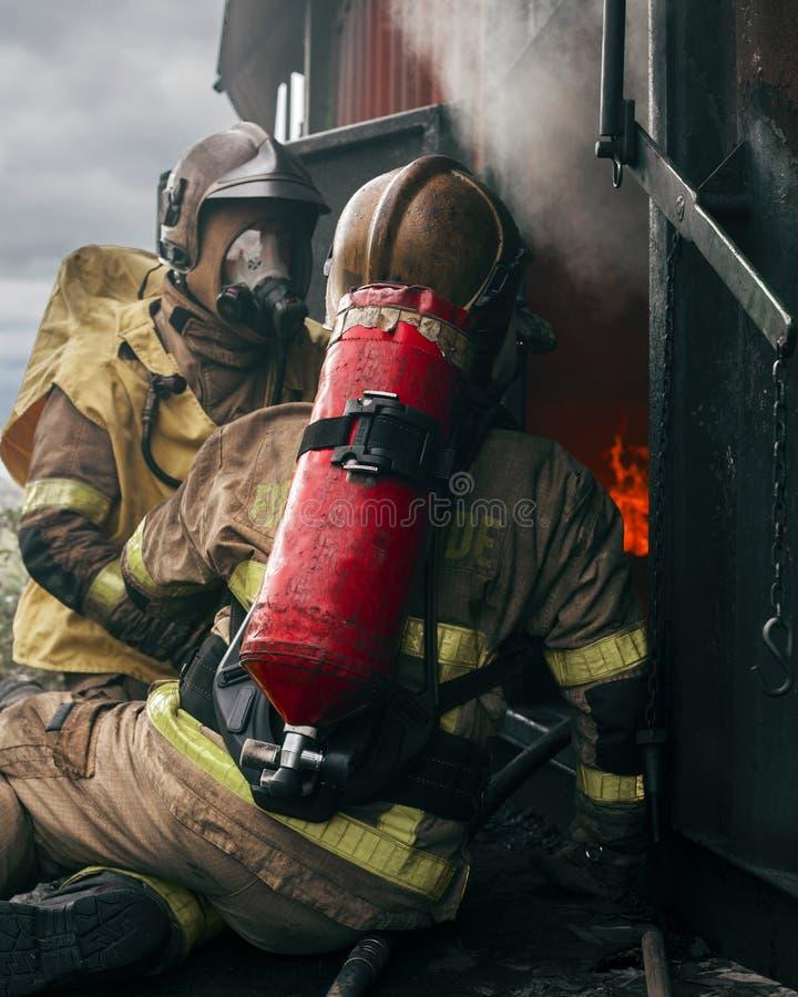 两消防队员,都伯林,爱尔兰 免版税库存照片