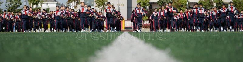 中国学生做篮球体操 图库摄影