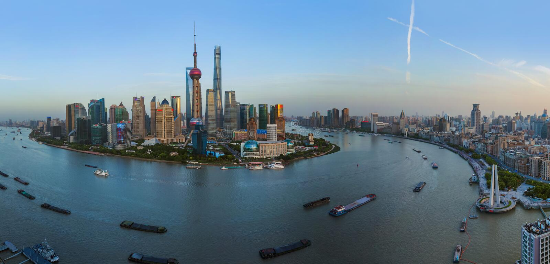 上海,中国- 2018年5月23日:现代浦东地平线的日落视图在上海,中国 免版税库存图片