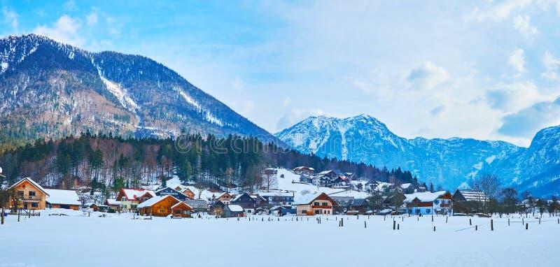 上特劳恩村庄,萨尔茨卡默古特,奥地利全景  库存照片