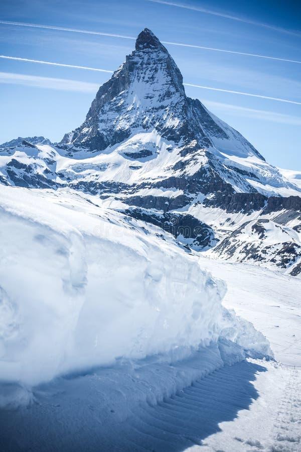 与天空蔚蓝-策马特,瑞士的马塔角 免版税库存图片