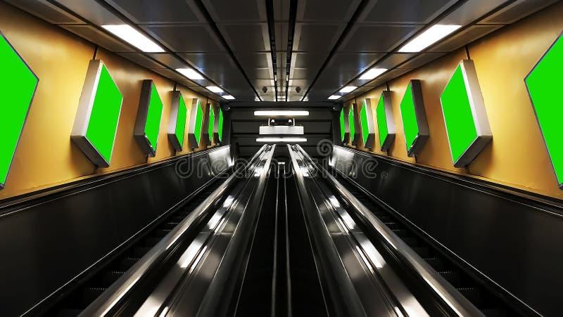 与广告牌的相称自动扶梯 库存图片